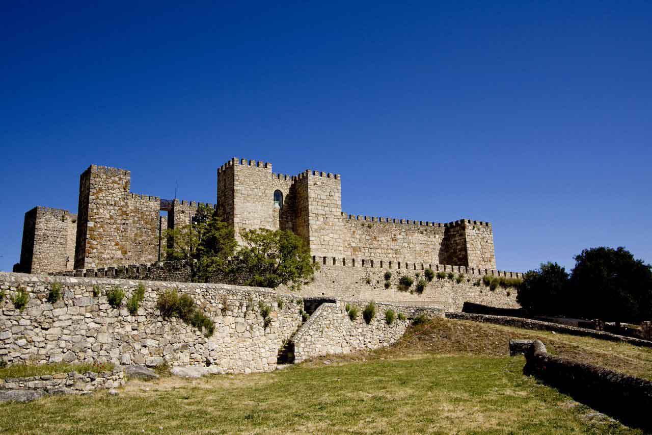 Castillo de truillo - casa rural doña blanca