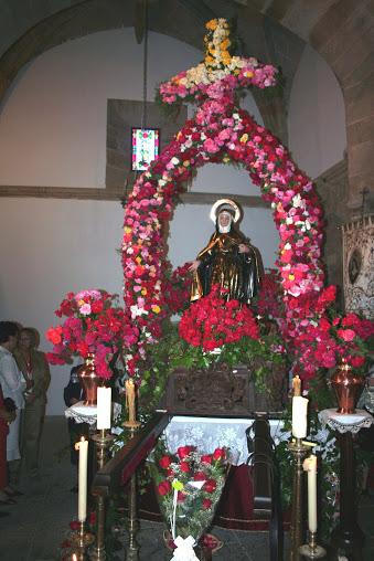 santa rita de casia adornada con flores 2