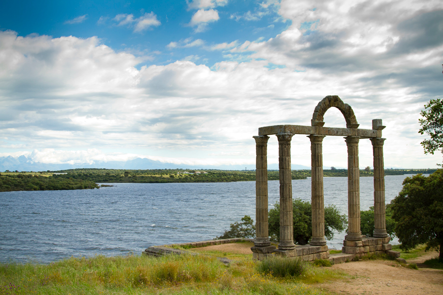 Restos Puerta Romana de Augustobriga en Geoparque-Villuercas