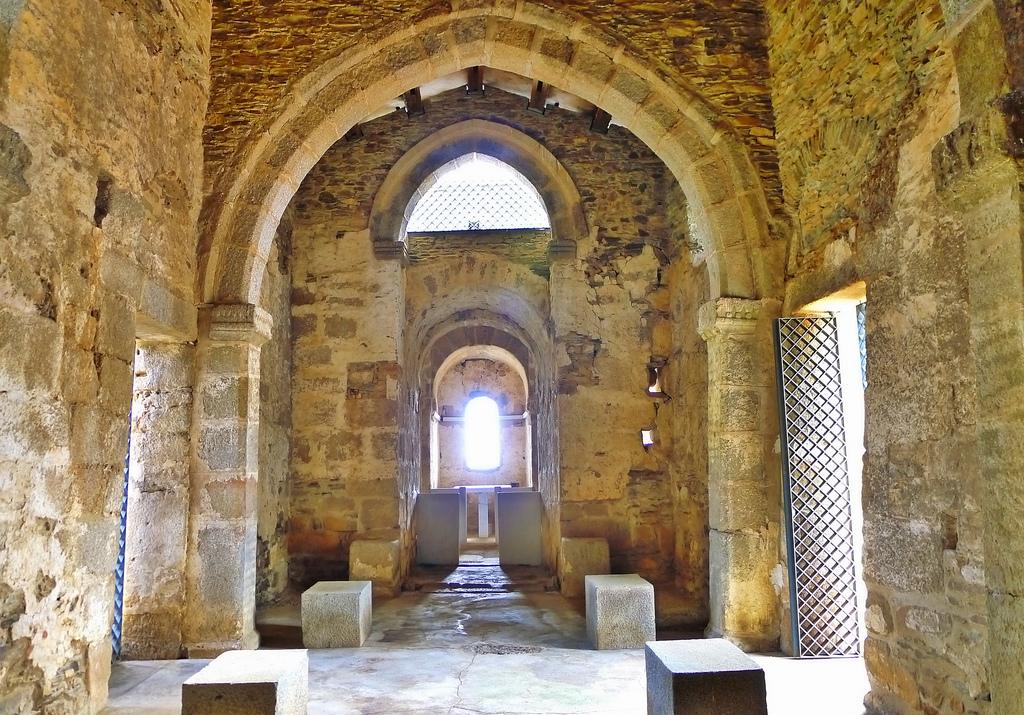 Interior Basílica Visigoda de Santa Lucía del Trampal, Alcuescar